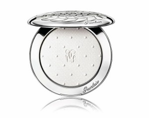 Guerlain-Christmas-Holiday-2015-2016-Neiges-et-Merveilles-Collection-Meteorites-Voyage-Enchanted-Skin-Perfecting-Illuminating-Matte-Powder